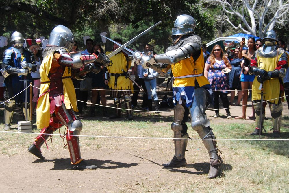 The Armored Combat League held one-on-one duels with steel weapons. The live sport was not staged or choreographed.