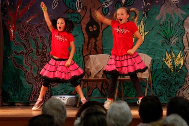 Girl Scouts with Washington School's Troop 50382 give it their all for the second annual talent show, this time benefiting the Gwendolyn Strong Foundation. (Gabriella Slabiak / Noozhawk photo)
