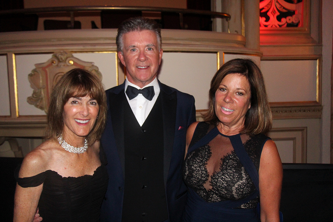 Emcee, Alan Thicke, center with Anne Towbes and Gretchen Lieff of the gala committee.