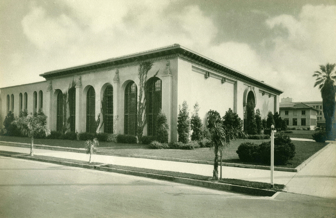 Santa Barbara's Central Library on the corner of Anacapa and Anapamu streets, in 1918.