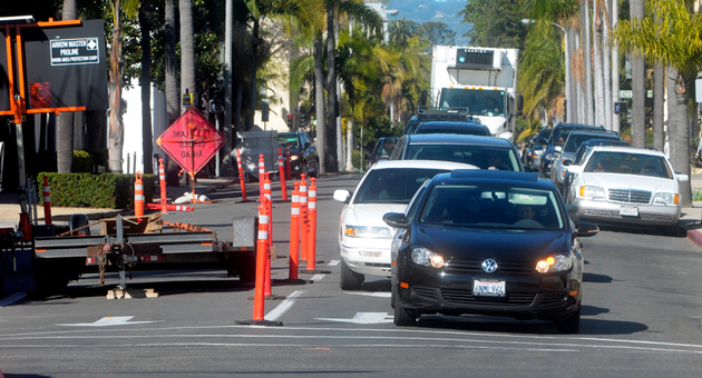 Traffic on Anacapa Street in downtown Santa Barbara is squeezed down to one lane — causing frequent backups — at Carrillo Street. Officials say the project is designed to improve safety at the city's most dangerous intersection. (Lara Cooper / Noozhawk photo)