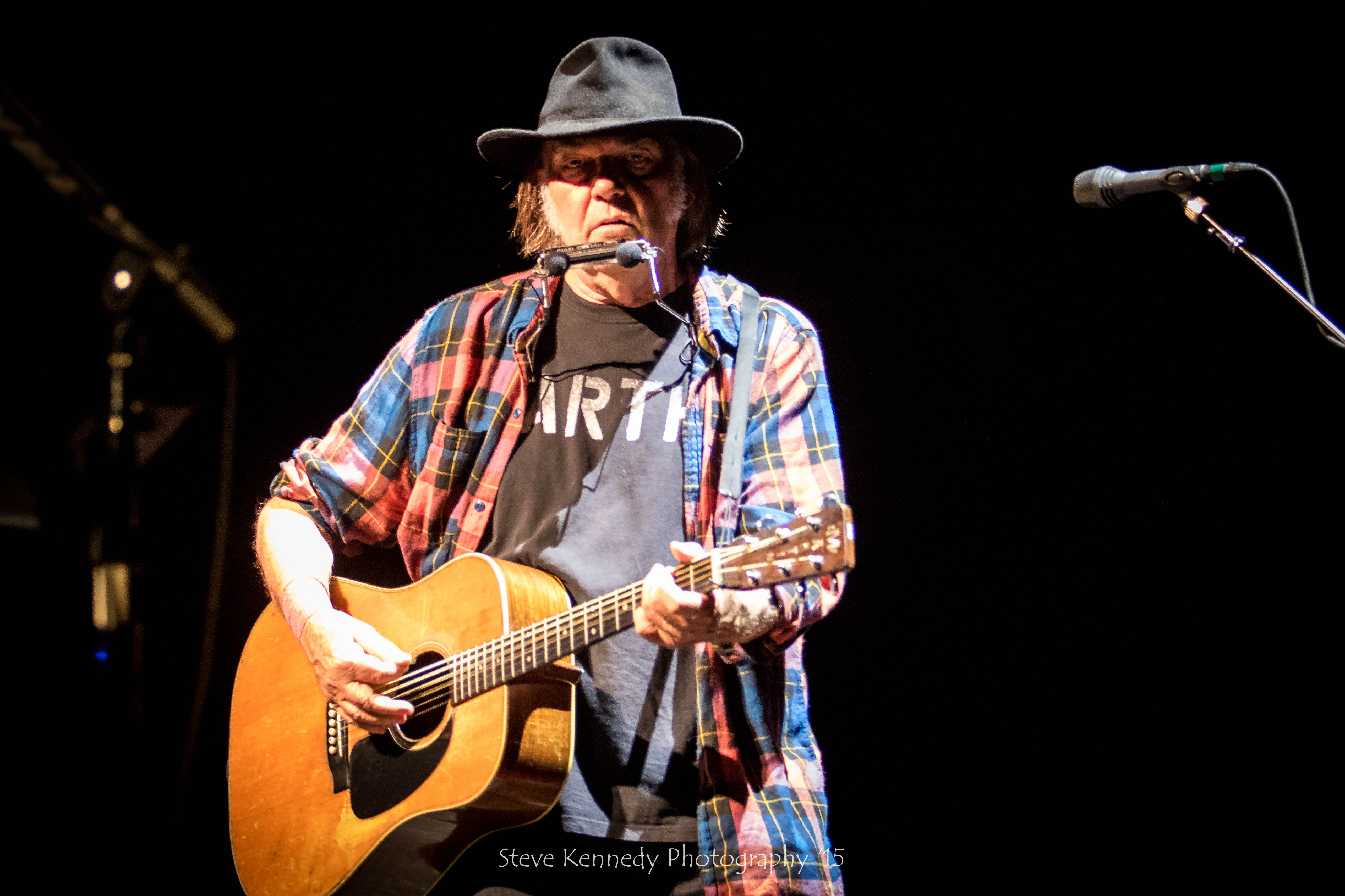 "Neil Young played favorites and songs from his newest album, ""The Monsanto Years,"" at the Santa Barbara Bowl show."